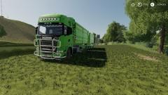 Vrachtwagen in het land.jpg
